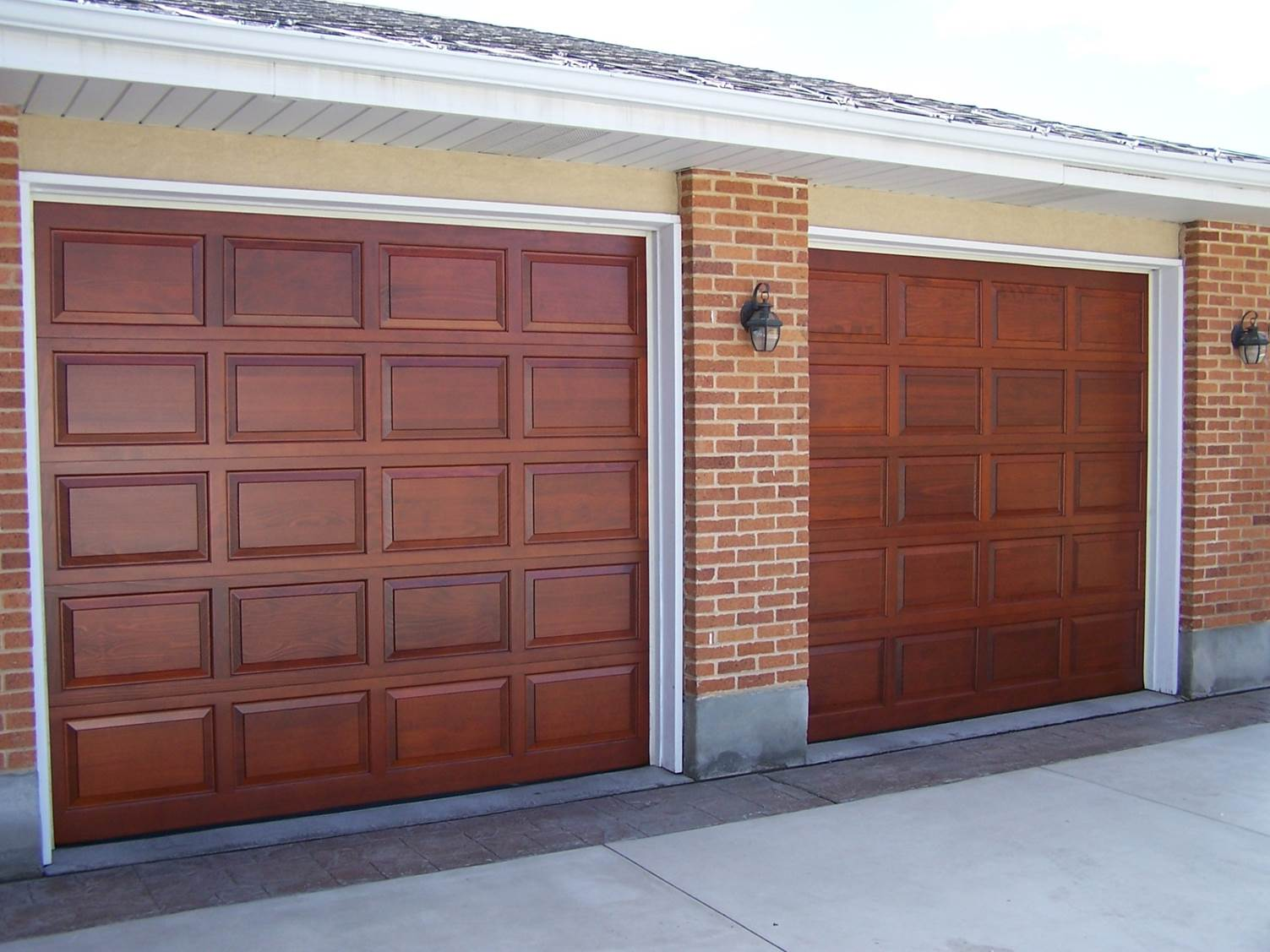Single-Wooden-Garage-Door